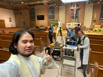 Parishes continue with livestreaming schedules for weekend Masses and more